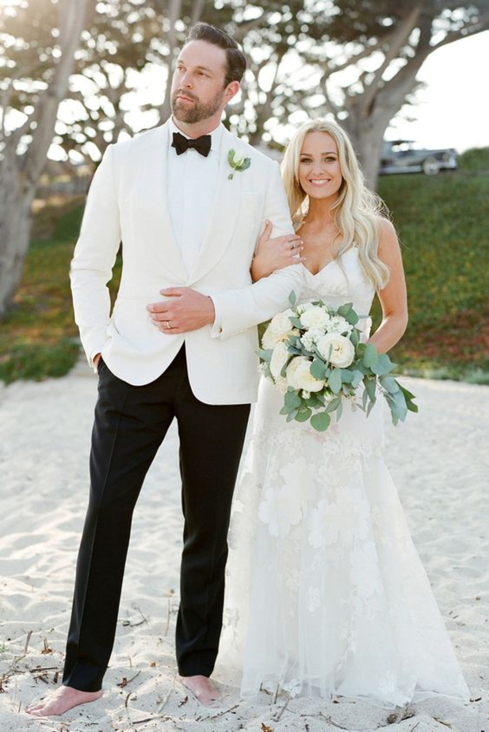 An All-White Elegant Wedding That Will Stand The Test Of Time https://www.weddingery.com